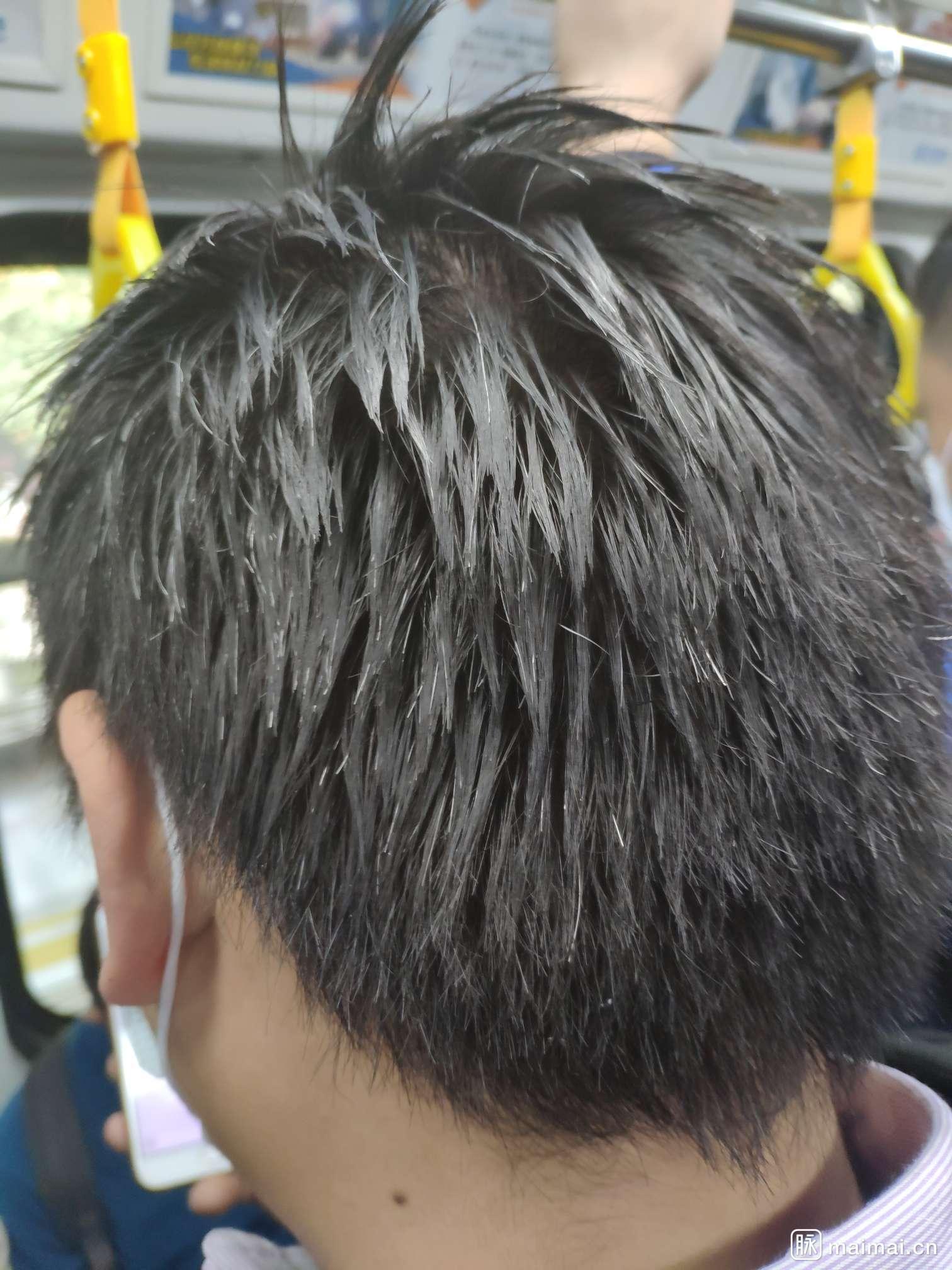 哥们你头发都结块了,不能洗个头嘛 苏州街吕奉先:这…